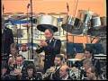 Rijkspolitiekapel  Zutphen An American in Paris ism het Monday Singers koor.
