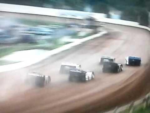 Bedford Speedway 8-26-16 SLM Heat 1...