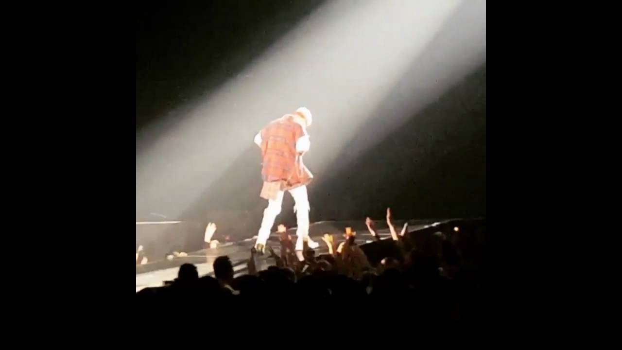 Here's Justin Bieber Falling Off Stage in the Middle of a Show inCanada