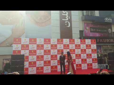 Shah Rukh Khan Inaugurates Kalyan Jewellers, Meena Bazaar, Bur Dubai