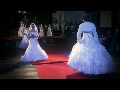 Svatební Salon Diamond Jičín - módní přehlídka svatebních a společenských šatů