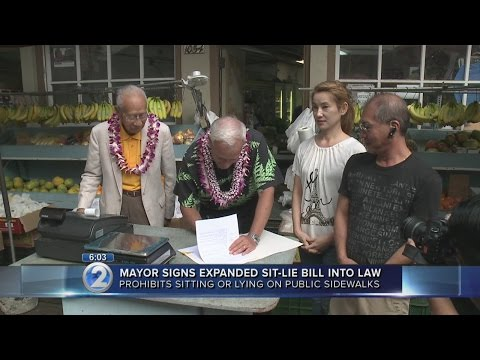 Honolulu mayor signs extended sit-lie ban into law