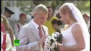 В Астрахани сыграли свадьбу 4 пары украинских беженцев
