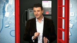 أحمد فاخوري يحاول استخدام هاتف الشارع التقليدي الأحمر في  لندن