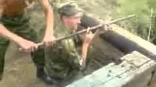 ПОСМОТРИ!!! Реально классно поет! Чечня 2006