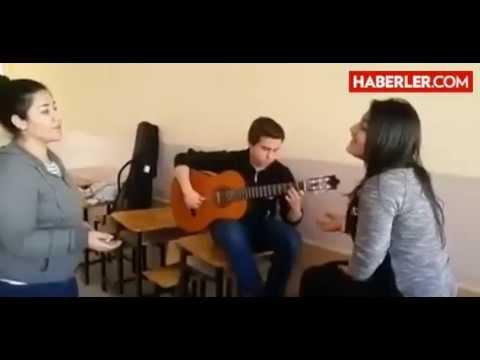 Diyarbakır'lı iki Kız Dicle ile kubra Karaağaç Şarkısı ile İnterneti Salladı