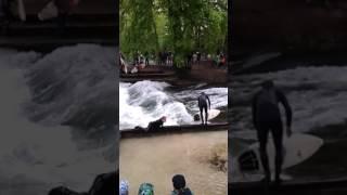 Du surf en plein cœur de Munich