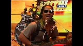 Yon Gondrong One Man Band Musisi Jalanan Yang Unik - Hitam Putih, 28-10-15