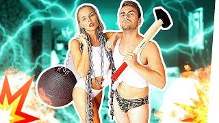 WOHNUNGSABRISS in SEXY OUTFITS! (Mit XXL Hammer und Abrissbirne)