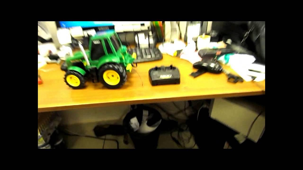 Трактор игрушка на пульте управления