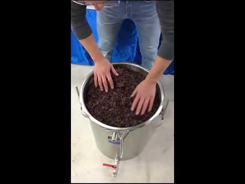 destilacion por arrastre del vapor :  orujo de uva