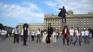 Герои Джонни Деппа станцевали под памятником Ленину