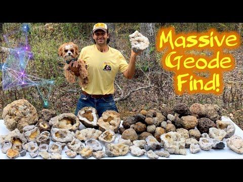 Crystal Collecting In Geode Heaven! TOP SECRET Location | Digging Quartz In Missouri