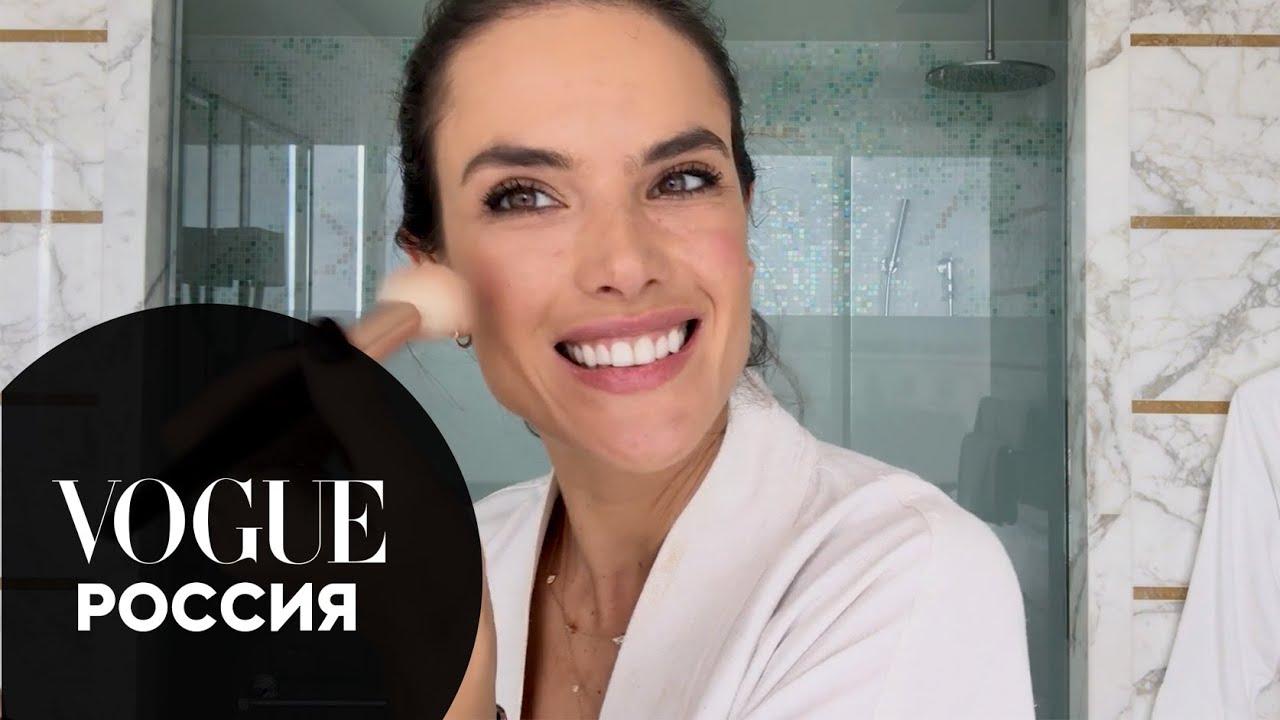 Алессандра Амброзио показывает, как сделать пляжный макияж для лица и тела | Vogue Россия