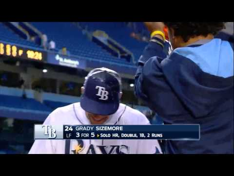 Tampa Bay Rays OF Grady Sizemore gets a subdued splashdown