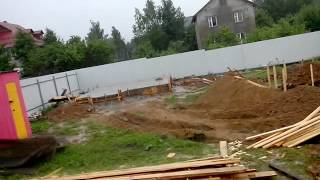 Идет строительство фундамента под дом из бруса. Москва (Подмосковье, дачный участок).