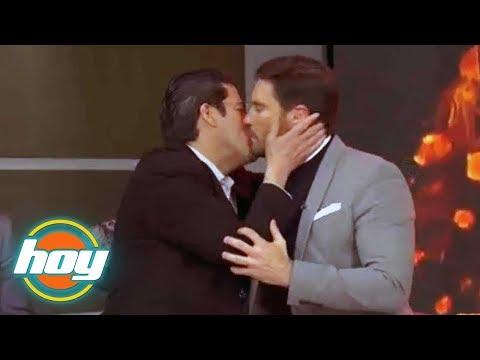 Sorpresivo beso entre 'El Burro' Van Rankin y Julián Gil | HOY