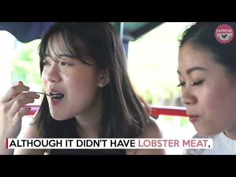 Floating Restaurant At Clarke Quay - TongKang Riverboat Dining