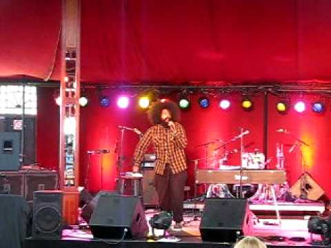 Reggie Watts - Beatbox, Looping & Comedy - what more could you want?