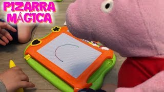 Peppa Pig y la pizarra mágica con Bebé Humano y otros vídeos de Peppa para niños