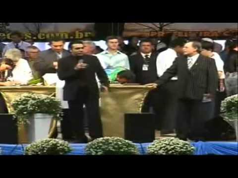 Vídeo mostra Marco Feliciano pedindo cheque e senha de cartão de fiel