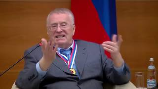 Жириновский: в 2024 году Путин изменит Россию и Конституцию