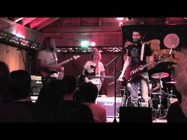 Guthrie Govan Plays with Paul Gilbert!! FULL video! 2013