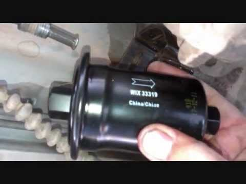 Changing The Fuel Filter On A Toyota Tacoma Truck Youtube