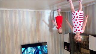 Алина и Юляшка играет в Дом вверх Дном  под песню  для детей Развлечения  Entertaiment for kids