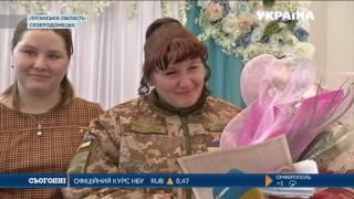 На передовой военные сыграли свадьбу