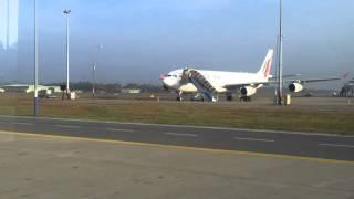 Шри Ланка, январь 2014, аэропорт Бандаранайке(Первое видео, снятое на земле Шри Ланки из окна автобуса в ожидании отправки в терминал аэропорта., 2014-02-09T17:26:44.000Z)