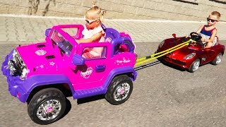 Little Girl Elis Help Thomas with broken Power Wheel Electric Car - Ride On Toys with baby Doll