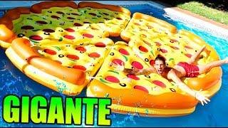 CREAMOS UNA PIZZA GIGANTE EN LA PISCINA !! Makiman131