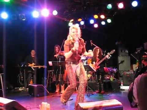 Lucy Lawless - In concert at the Roxy (Jan 2008) Los Angeles Vid #1