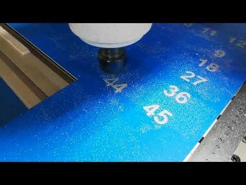 Изготовление номерков из АВС пластика на станке ЧПУ