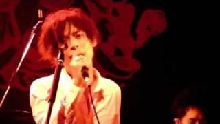 昼ドラ「娼婦と淑女」の主題歌「いばらのみち」ライブ映像。