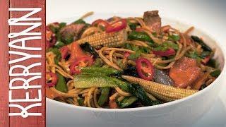 Easy Chicken Noodle Stir Fry | Kerryann Dunlop