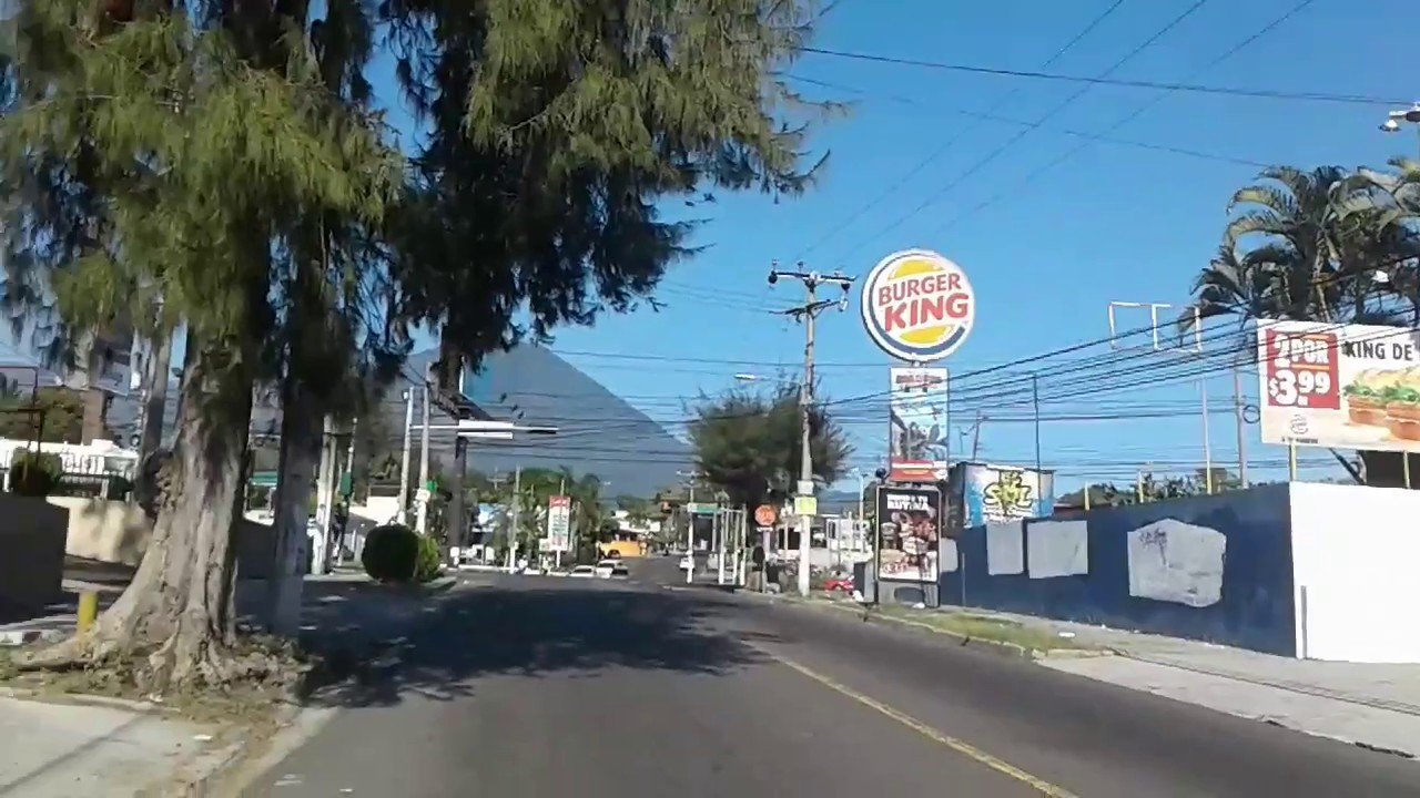 Conociendo el salvador calle gabriela mistral y 25 for Calle mistral