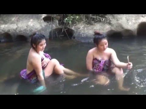 Wow Body Nya Mulus Coy | Ngintip Cewek Kembar Lagi Mandi Di Sungai Part 4