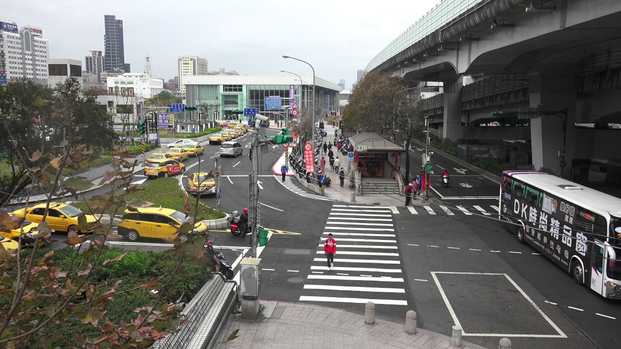 桃園機場試營運 首日開放團體試乘 A1臺北車站 - YouTube