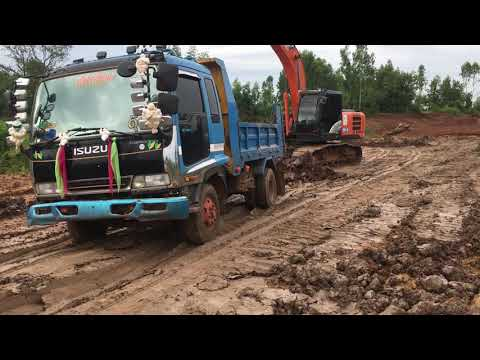 รถขุด HITACHI ZAXIS 200 Excavator And Dump Truck