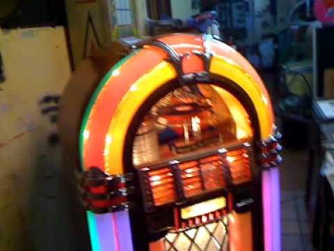 Wurlitzer 1015 jukebox restored and playing