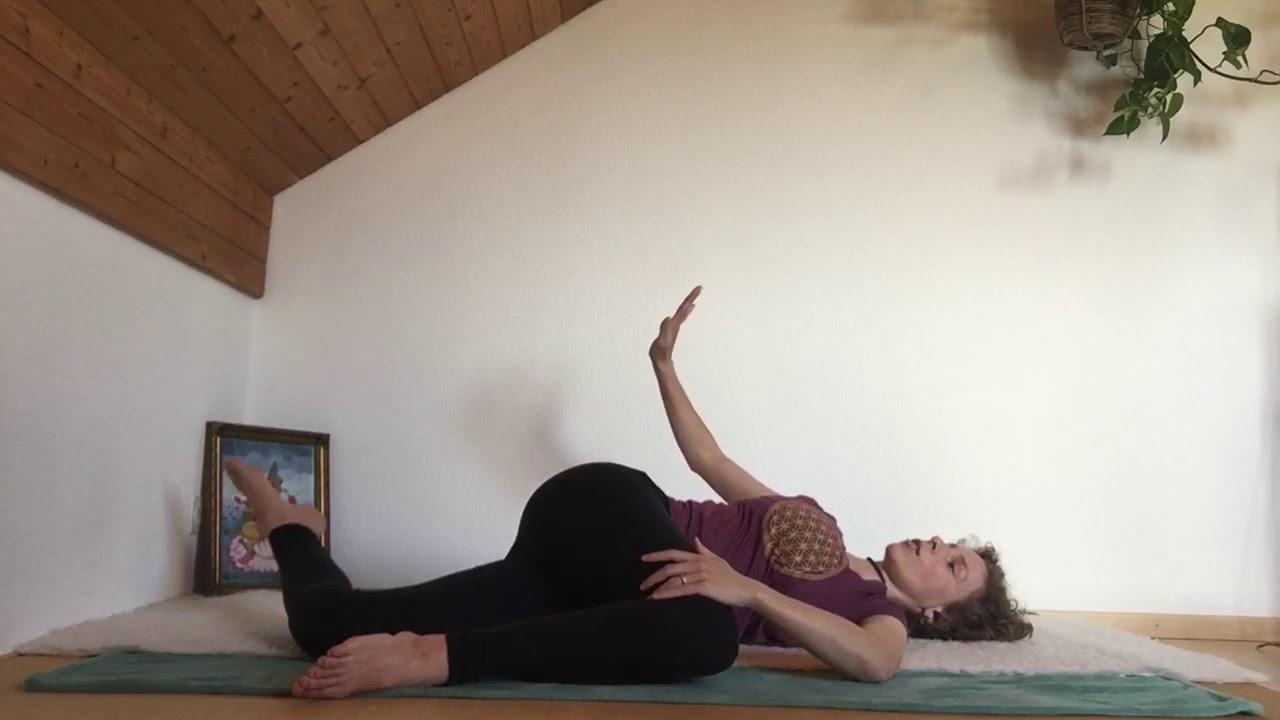 Yoni Yoga liegend - YouTube