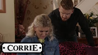 gary-tries-to-save-sarah-from-rick-coronation-street