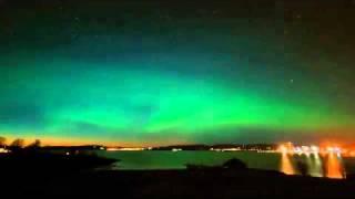 СЕВЕРНОЕ СИЯНИЕ.mp4(Видеоролик, снятый на фотокамеру Nikon D40 путём скрепления воедино более чем 2900 кадров. На видео запечатлены..., 2010-10-19T18:42:45.000Z)