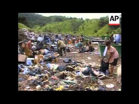 EAST TIMOR: DILI: PEOPLE SCAVENGE FOR FOOD (2)