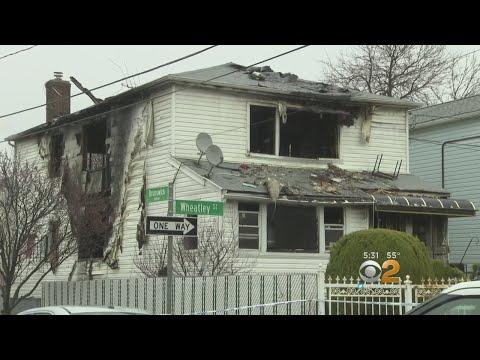 Neighbors Mourn 2 Woman Killed In Far Rockaway Fire