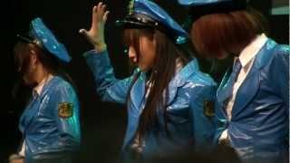1月14日、東京オートサロン2012で行われた 「復活!ミニスカポリス」の...