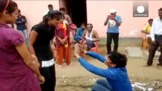 India girl slaps and berates man who allegedly sexually harassed her