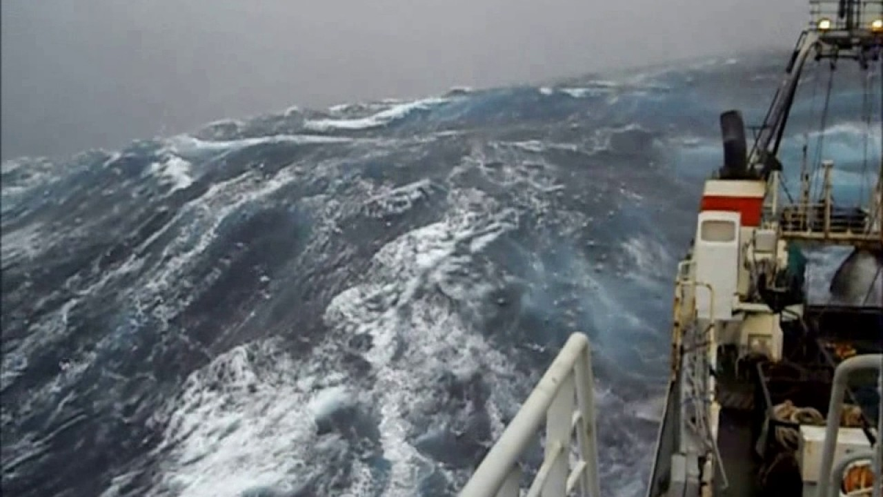 Северный шторм Судно на промысле.Northern storm.the ship in the field.